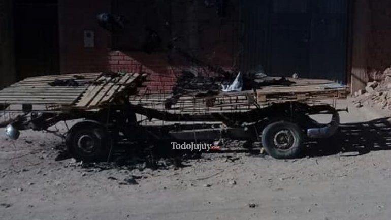 Vandalismo en La Quiaca: quemaron la carroza de la Escuela Normal y se robaron elementos