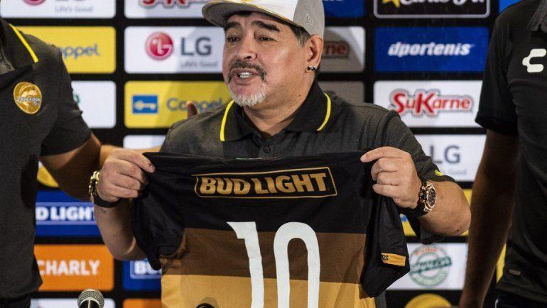 Un Diego Maradona encendido fue presentado en Dorados y dejó frases para todos los gustos