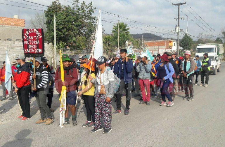 Cientos de peregrinos pasan por la provincia rumbo a Salta para la fiesta del Milagro