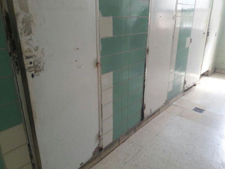 Encuentran restos de un feto en un baño del hospital Pablo Soria