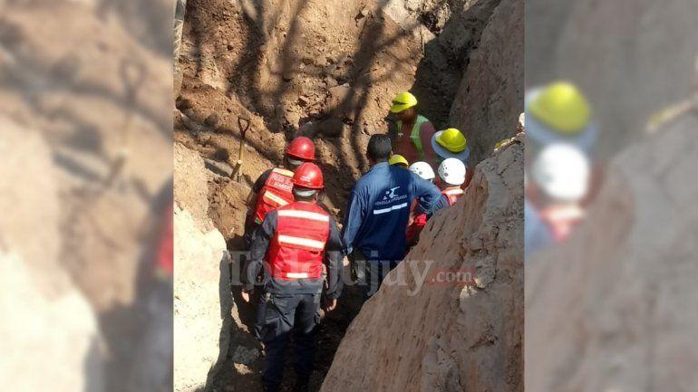 Continúan los trabajos por el derrumbe: aseguran la zona por el peligro de desmoronamiento