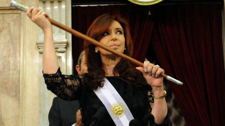 Bonadio pidió que se investigue por qué Cristina Kirchner tenía un bastón presidencial antiguo