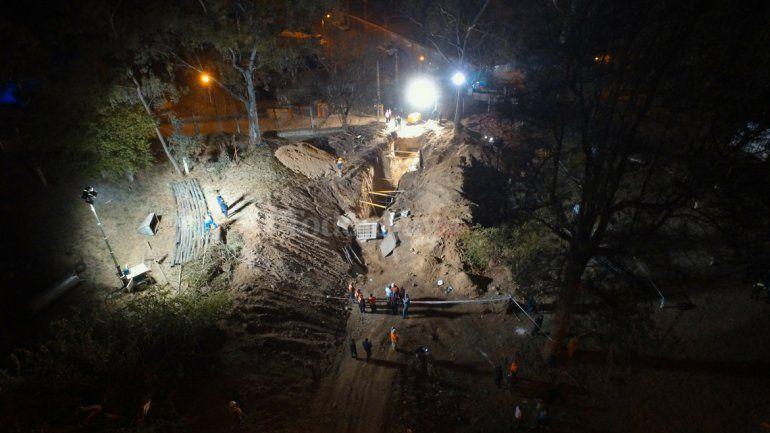 Derrumbe fatal: No observamos ningún tipo de estructura de contención en las paredes de la zanja