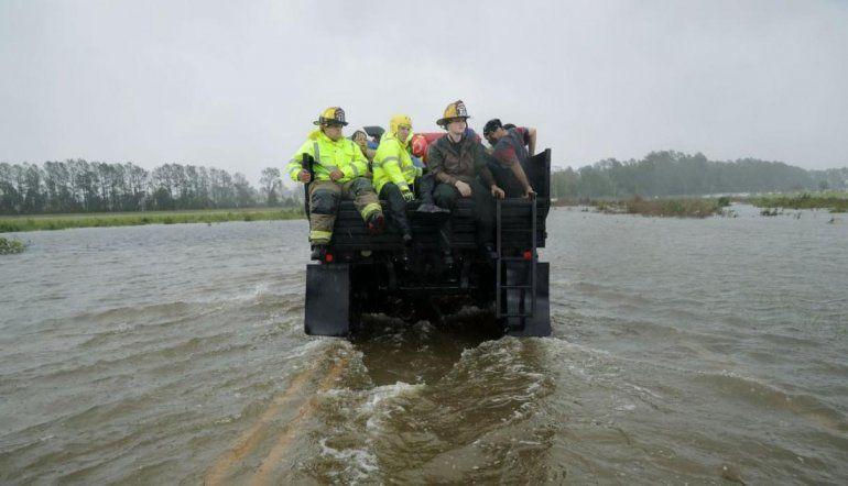 Ascienden a once los muertos por el paso de Florence que ahora pasó a ser una tormenta tropical