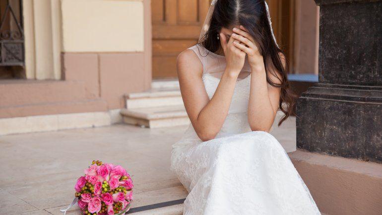 Abandonó a su novia en el altar porque usaba mucho WhatsApp