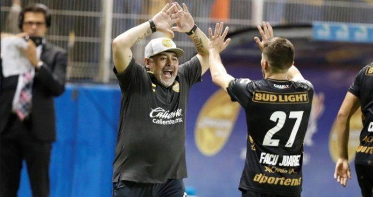 Con el pie derecho: Maradona debutó como DT del Dorados y con goleada