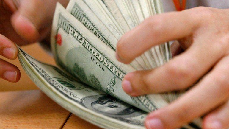 El dólar baja 10 centavos después del súper martes de Lebacs