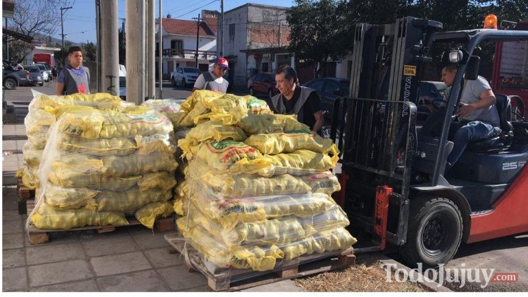 Llegó un camión lleno de papas para el Banco de Alimentos y los comedores