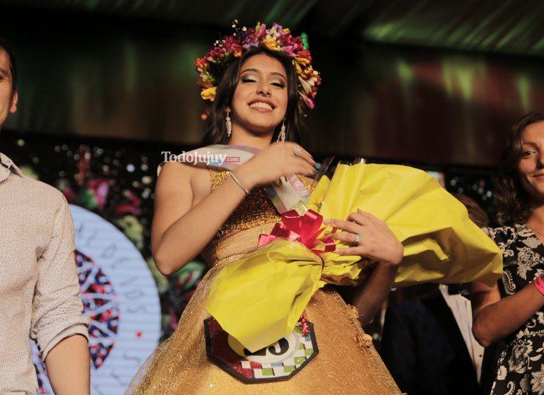 En una noche emotiva, Sofía Ortiz fue elegida como la nueva reina capital por el año 2018