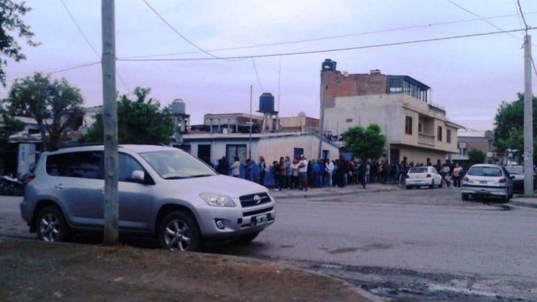 Por el paro, una multitud buscó justificar su inasistencia