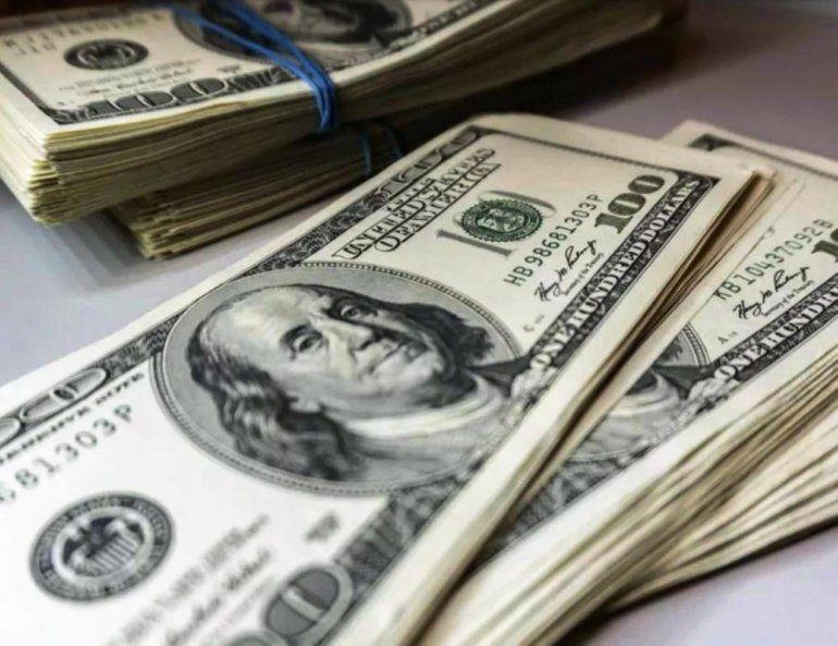 El dólar subió y el mayorista se aleja del piso de flotación