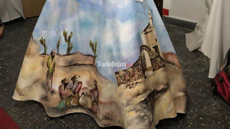 ¡Una obra de arte! La reina de Yavi luce un vestido pintado con paisajes de la Puna