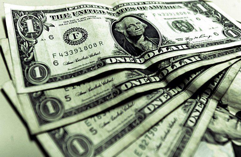 El dólar asciende 3% y se acerca a los 42 pesos en la City porteña