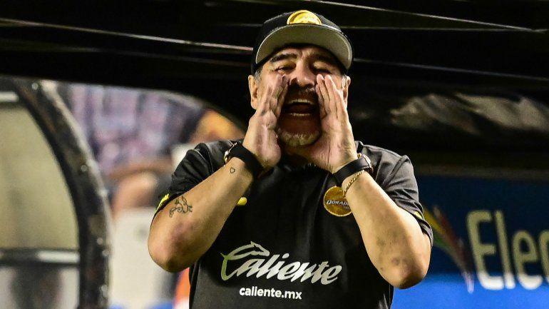 Maradona, sin filtro: Scaloni no puede dirigir ni el tráfico
