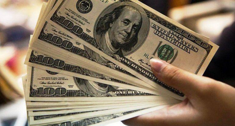 El dólar baja 40 centavos y se negocia sin variantes en la City porteña