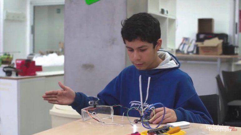 Un adolescente jujeño creó lentes ultrasónicos para personas no videntes