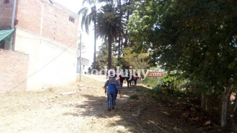 Padres de los estudiantes recorrieron la casona de barrio Norte y quedaron disconformes