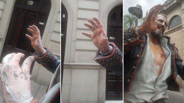La escultura de Lavalle fue una vez más violentada, esta vez le sacaron un dedo