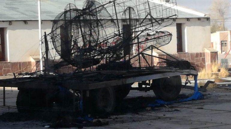 ¡Indignante! Incendiaron el carruaje homenaje al ARA San Juan de los chicos de Abra Pampa