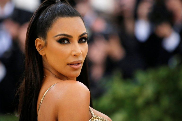 Kim Kardashian publicó dos fotos en microbikini  y enloqueció a sus seguidores
