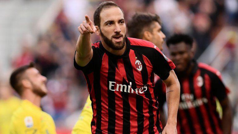 El Pipa Higuaín se acomoda entre los goleadores de la liga italiana