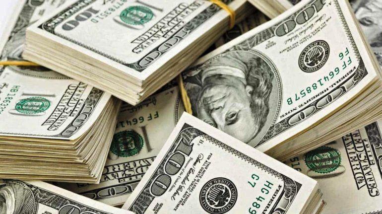 El dólar hoy: la divisa abrió en baja por el efecto Bolsonaro en Brasil