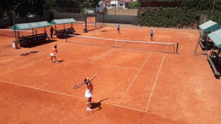 Ni el calor las asusta, las tenistas están en plena competencia