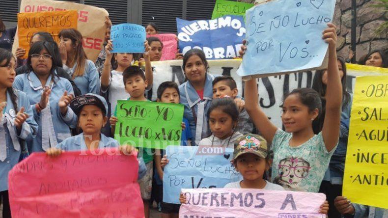 Docentes del colegio Nuevo Horizonte siguen sin cobrar y están desesperados