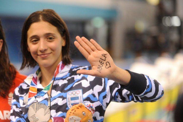 Natación en 800 metros libre:Delfina Pignatiello se quedó con la medalla de plata