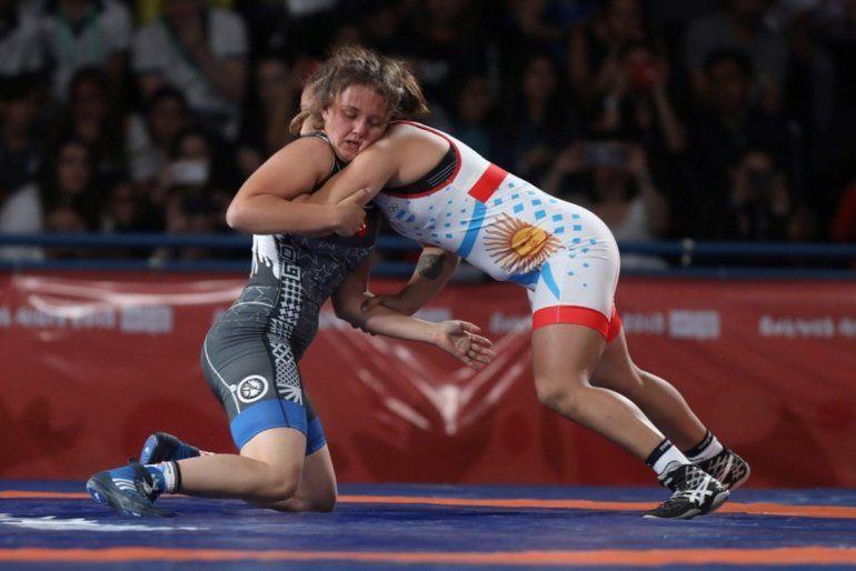 Lucha:Linda Machuca e quedó con la medalla plateada