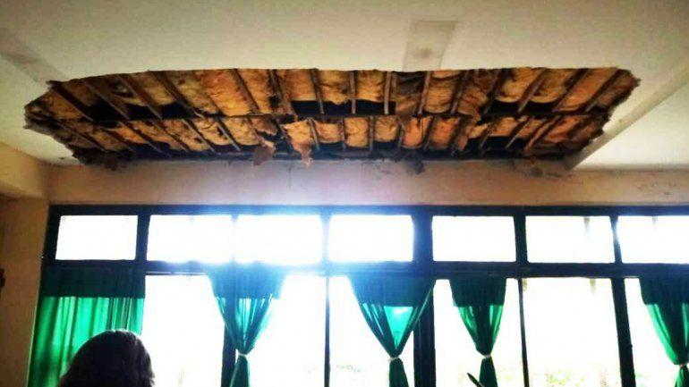 El Carmen: cayó parte del techo de una escuela e hirió a varios alumnos