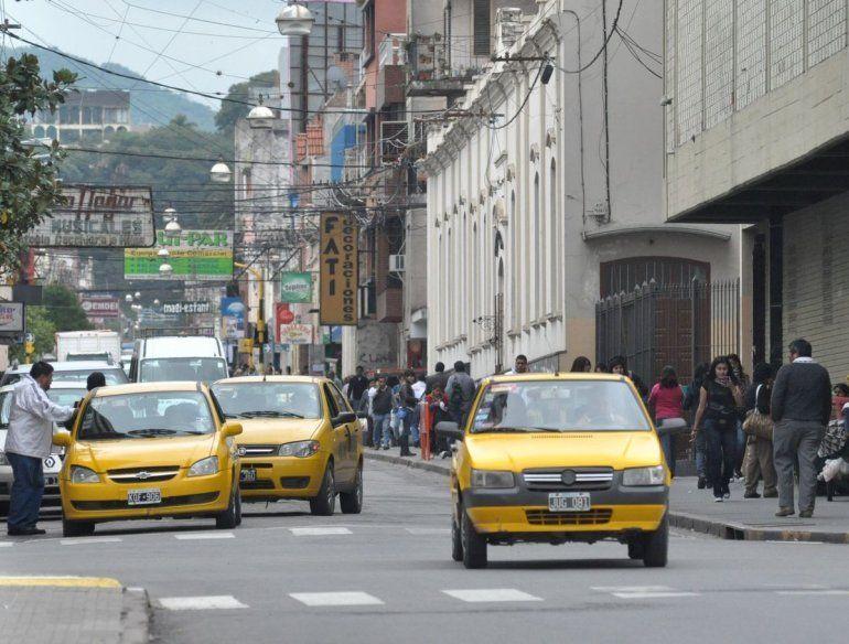 Taxistas en alerta, piden aumento del 20% en las tarifas