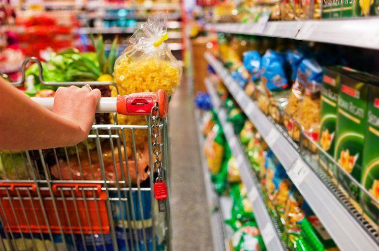 Por la suba de precios, crece el consumo de segundas y terceras marcas