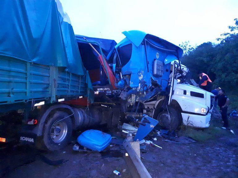 Un muerto en un choque entre camiones en San Pedro: sigue el corte en Ruta 34