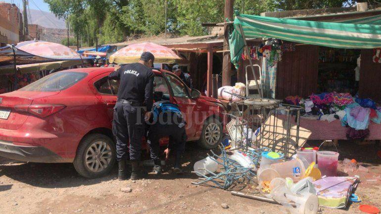Humahuaca: no puso freno de manos, se le fue el auto y atropelló una mujer en la feria
