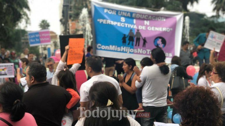 Bajo el lema Con mis hijos no te metas se hizo la marcha en Plaza Belgrano