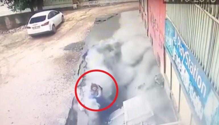 Un cráter se abrió en Turquía y se tragó a dos personas que caminaban por el lugar