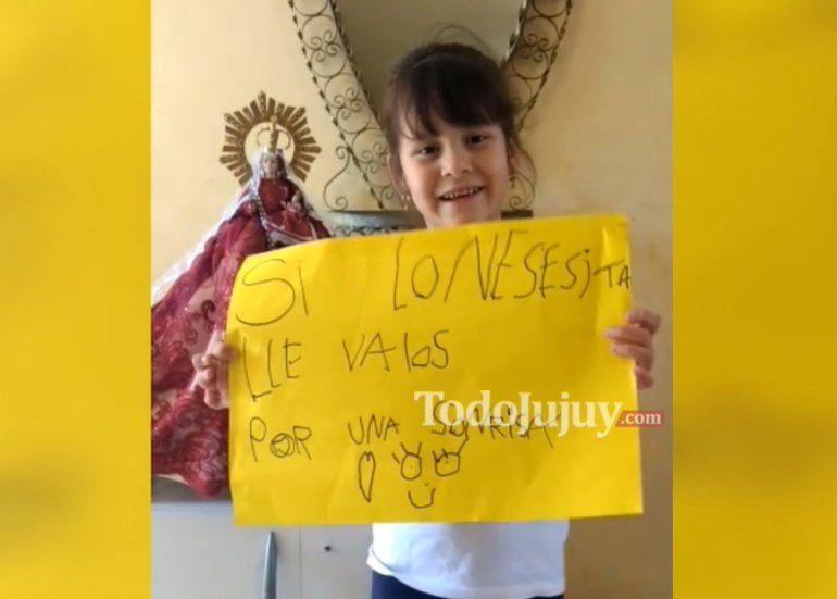 Una nena solidaria: tiene 6 años y regala ropa o juguetes a cambio de una sonrisa