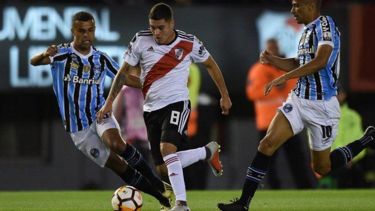 Gremio 1-River 0: con un gol de Leo Gomes el equipo brasilero abre el marcador