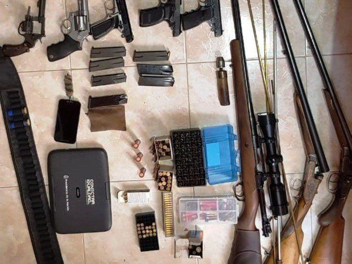 Desbaratan una banda que contrabandeaba armas de alto calibre desde EEUU