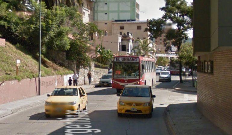¡Imposible cruzar! Peatones piden por mayor control vehicular en la calle Patricias Argentinas