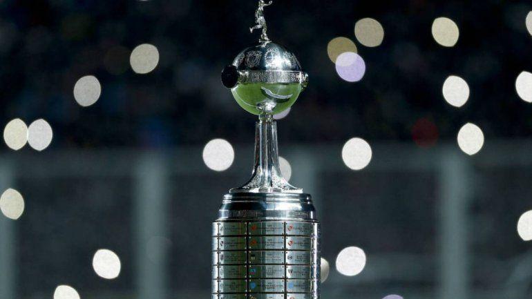 El presidente de Conmebol anticipó el destino de la Superfinal: los partidos se ganan en la cancha