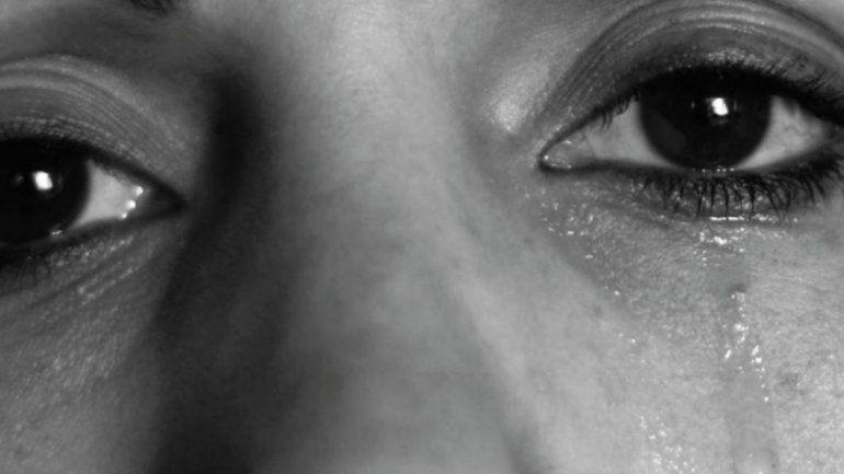 Una verdad a medias: una denuncia de violencia de género circula con una foto falsa