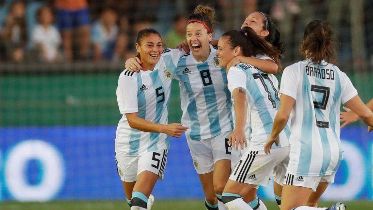 Argentina goleó 4 a 0 a Panamá y dio el primer paso en el repechaje rumbo al Mundial