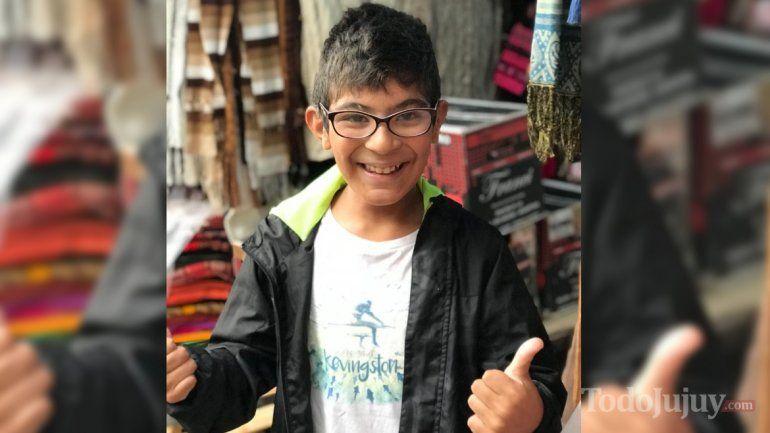Francisco no puede escuchar porque perdió un audífono de más de 50 mil pesos y necesita la ayuda de todos para encontrarlo