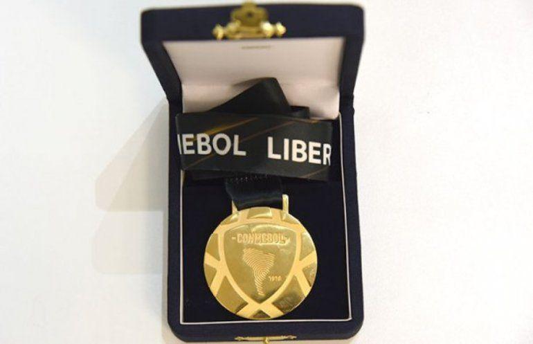 La Conmebol presentó las medallas que se entregarán en la final entre Boca y River