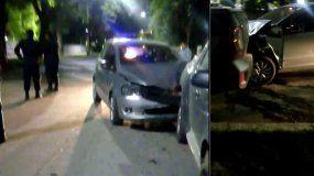 Pudo haber sido una tragedia: chocó a un auto estacionado en la puerta de un cumpleaños