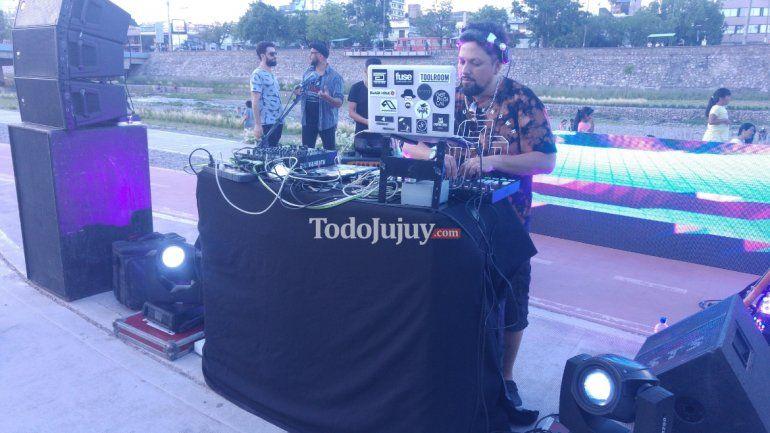 Jujeños bailaron al ritmo de la electrónica en el primer encuentro de DJ`s