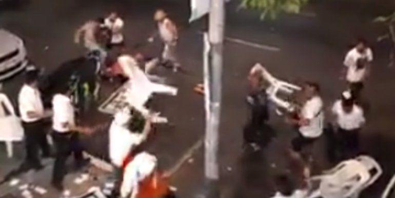 ¡A los sillazos! Mozos y clientes protagonizaron una batalla campal en un local mexicano