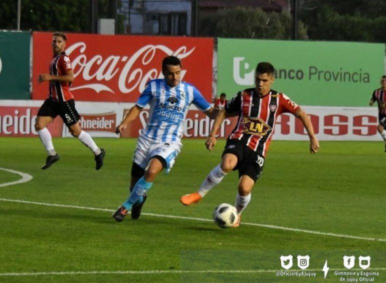 El Lobo dejó todo con un jugador menos pero terminó perdiendo 1 a 0 con Chacarita